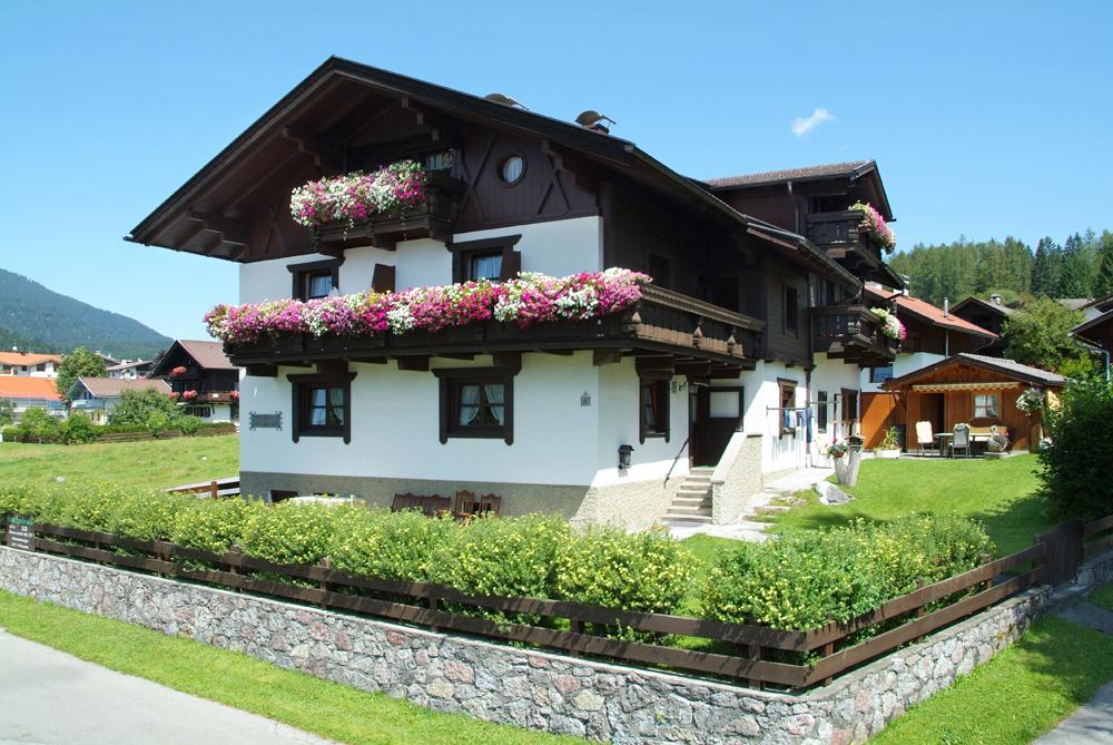 haus spielmann ferienwohnungen zimmer ehrwald zugspitze tirol home. Black Bedroom Furniture Sets. Home Design Ideas